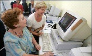 Le Conseil d'orientation des retraites (COR) plaide pour un coup d'accélérateur à l'emploi des seniors afin d'assurer la pérennité du financement des retraites, menacé par le vieillissement de la population et les départs anticipés de la vie active.