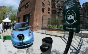 Une voiture électrique en charge dans le Lower East Side de Manhattan, le 6 mai 2011 à New York