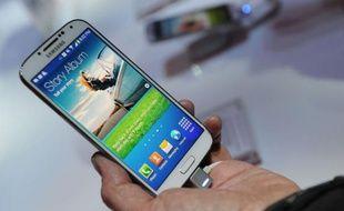 Le groupe sud-coréen Samsung a annoncé jeudi le lancement fin avril d'un nouveau smartphone haut-de-gamme, le Galaxy S4, pariant sur des fonctions originales comme la reconnaissance des gestes ou des mouvements oculaires pour renforcer la pression sur l'iPhone du rival Apple.