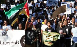 Manifestation au Mozambique après l'assassinat de l'universitaire