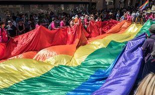 Le raimbow flag, lors de la marche des fiertés à Toulouse en 2019.