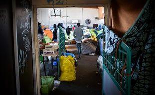 Plus de 500 migrants vivent dans des conditions extrêmement précaires au sein du gymnase Jeanne-Bernard à Saint-Herblain.