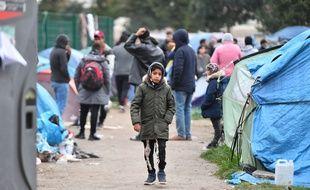 Dans un camp de migrants et migrantes, à Calais (illustration).
