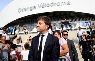 Le maire Benoit Payan à l'hommage des supporters marseillais devant le stade Orange Vélodrome à l'annonce du décès de Bernard Tapie, le 3 octobre 2021, à Marseille.