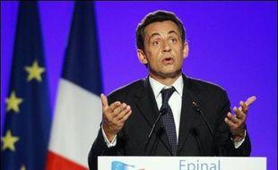 """Nicolas Sarkozy a vanté jeudi à Epinal un """"Etat fort"""" et un président qui """"gouverne"""", en ouvrant un vaste chantier pour réformer les institutions de la Vème République."""