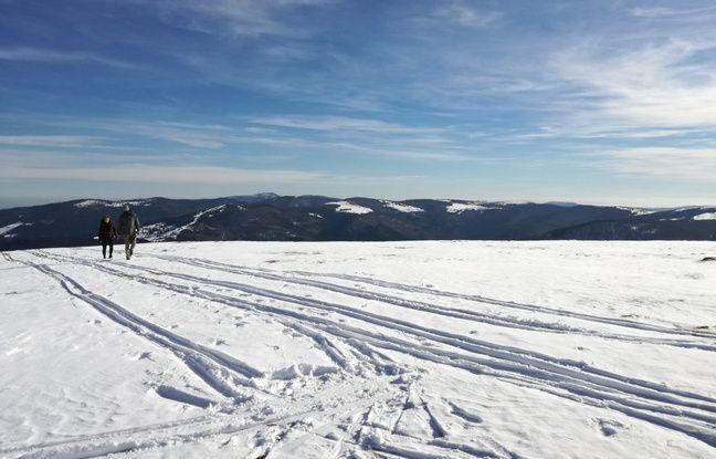 Sur le sommet du Kastelberg, à deux pas des crêtes du massif des Vosges, en sortie d'hiver.