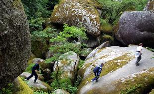 A l'image de la forêt de Huelgoat, moins connue que Brocéliande, la Bretagne veut orienter ses touristes vers des sites moins renommés.