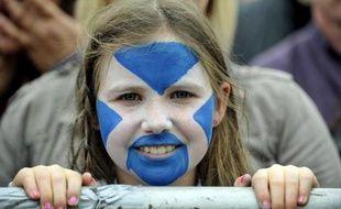 Des milliers de personnes ont manifesté samedi à Edimbourg en faveur de l'indépendance de la région, à un an du référendum qui permettra aux 5,3 millions d'Ecossais de se prononcer sur une éventuelle séparation du Royaume-Uni.