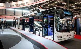 Le bus au Gaz naturel pour véhicules de chez MAN, présenté au salon du transport à Bordeaux, le 27 novembre 2013
