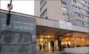 Une nouvelle alerte a conduit le ministère de la Santé à suspendre l'activité de radiothérapie du cerveau dans quatre hôpitaux à Nancy, Montpellier, Tours et Paris, entraînant le rappel de quelque 600 patients en consultation.