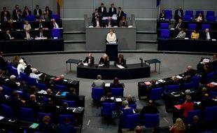 La chancelière allemande Angela Merkel face au Parlement, le 7 juillet 2016 à Berlin
