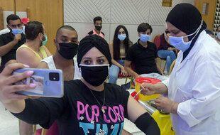 Une femme se fait vacciner en Tunisie, le  20 juillet 2021.