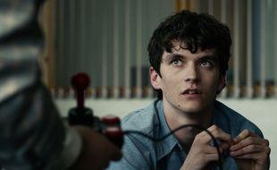 Fionn Whitehead campe Stefan, un jeune programmeur de jeu vidéo dans «Black Mirror: Bandersnatch».
