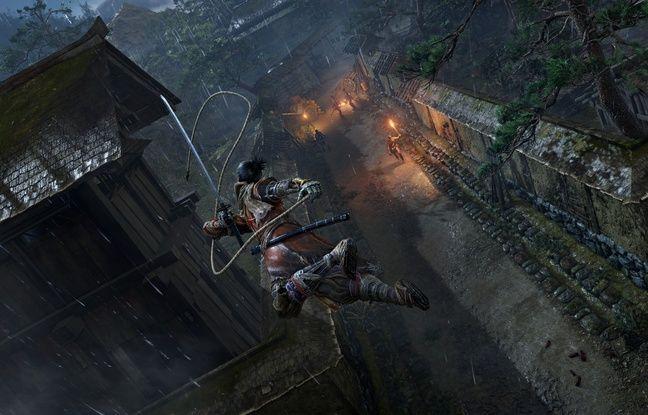 Grâce à son grapping Loup peut s'accrocher se propulser sur les ennemis. Le jeu de From Software gagne ainsi en verticalité.