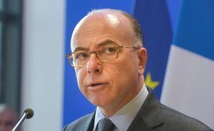 Bernard Cazeneuve (ici le 8 avril au Mureaux) a fermement condamné les débordements de jeudi dans plusieurs villes de France.