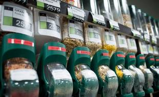 Des produits vendus en vrac dans un magasin coopératif. (Image illustration)