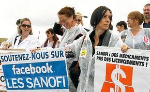 Toulouse, le 30 aout 2012. Les salaries de SANOFI  manifestent chaque jeudi depuis qu'ils ont eu connaissance de la suppression de postes au sein de leur entreprise.