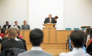 L'évêque mormon de l'église de Torcy (Seine-et-Marne) craint que les décisions de Mitt Romney, s'il est élu, soient associées à sa religion.