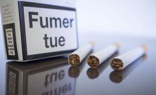 Le Sénat a supprimé le paquet de cigarettes neutre le 16 septembre 2015.
