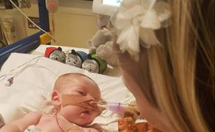 Charlie Gard, un bébé de 11 mois, souffre d'une maladie génétique rare.