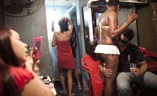 Des prostitués de la Vila Mimosa, à Rio de Janeiro, au Brésil, le 25 mai 2011.