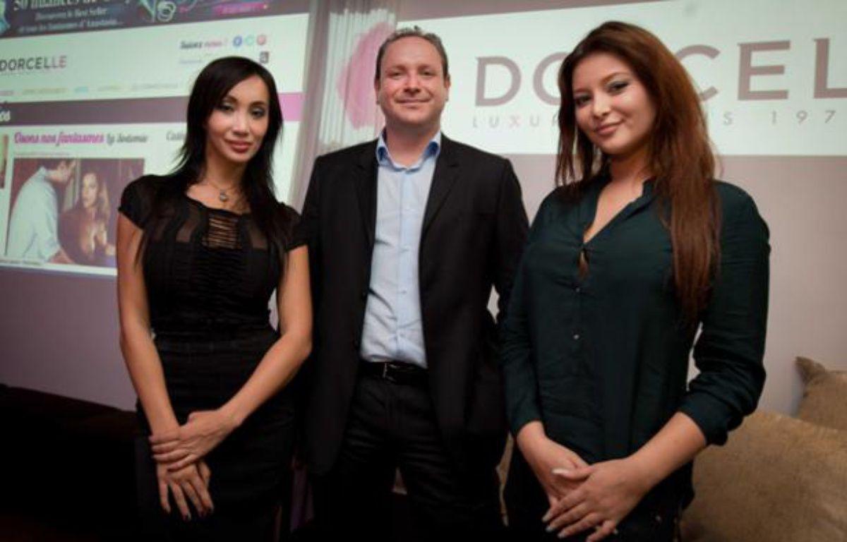 Grégory Dorcel, directeur général de Dorcel, avec deux de ses actrices vedettes, Katsuni et Anna Polina, en novembre 2012. – PRM/SIPA