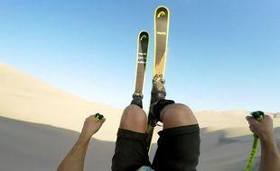 Ski freestyle dans le désert