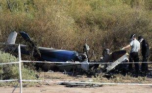 Des enquêteurs du Bureau d'Enquetes et d'Analyses (BEA) sur le lieu du crash des deux hélicoptères en Argentine, à Villa Castelli le 12 mars 2015