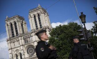 L'enquête sur l'attaque au marteau d'un policier devant Notre-Dame de Paris le 6 juin 2017 se concentre sur le profil de l'assaillant.