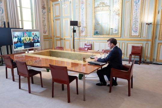 Macron s'entretient avec une quinzaine de maires par visio jeudi