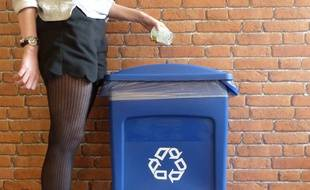 Chaque année, un salarié du tertiaire génère entre 120 et 140 kg de déchets, dont 70 à 85 kg de papiers, évalue l'Ademe (Agence de l'environnement et de la maîtrise de l'énergie)