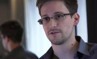 L'ex-consultant de l'agence de renseignement américaine Edward Snowden, n'est pas sorti avec les autres passagers dimanche à son arrivée à l'aéroport de Moscou en provenance de Hong Kong, certains témoins affirmant qu'il avait été emmené à bord d'une voiture diplomatique.