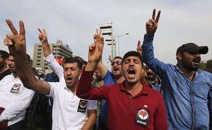 Une manifestation a eu lieu dimanche 11 octobre 2015, à Ankara, après l'attentat sanglant du 10 octobre 2015.