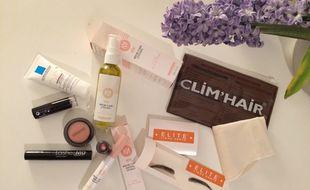 Plusieurs marques proposent des soins et produits cosmétiques permettant aux femmes touchées par le cancer d'allier confort et beauté.