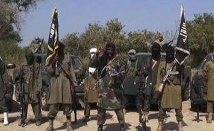 Image issue d'une vidéo de Boko Haram montrant le chef islamiste Abubakar Shekau (c) et d'autres combattants, le 31 octobre 2014