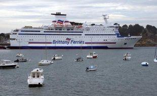 La compagnie Brittany Ferries a mis fin lundi au lock out qui immobilisait depuis 10 jours ses navires, le protocole d'accord prévoyant une augmentation du temps de travail sans contrepartie salariale ayant été accepté par le personnel navigant au terme d'un vote.