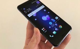 Le HTC U11 dispose d'un écran de 5,5 pouces Quad HD.