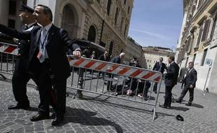Une fusillade a blessé deux carabiniers devant le Palais du gouvernement italien, à Rome, le 28 avril 2013.