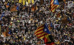 Des milliers de personnes ont manifesté le 14 juillet 2018 à Barcelone pour réclamer la libérations de dirigeants indépendantistes emprisonnés et le retour de ceux qui ont fuit l'Espagne.