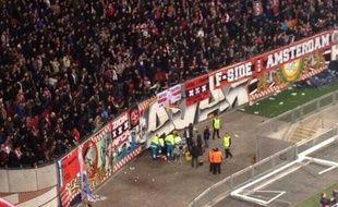 Photo postée sur Twitter par un spectateur présent au stade lors de l'accident impliquant un supporter de l'Ajax, le 26 novembre 2013.