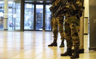 Des militaires en surveillance Vigipirate à Dunkerque en février 2015.