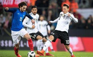 Adrien Rabiot dispute le ballon à Mesut Ozil, lors d'Allemagne-France, mardi 14 novembre.