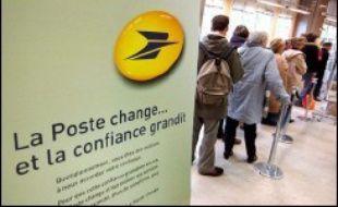 La Poste a lancé une expérimentation dans quarante de ses bureaux, situés à Paris et dans le Val-de-Marne, pour réduire le temps d'attente des clients, un programme qui devrait ensuite être étendu au reste de la France, a-t-elle indiqué mardi.