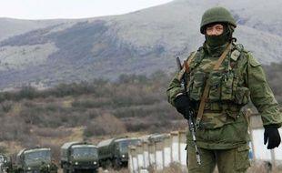 Un militaire russe en Crimée le 3 mars 2014.