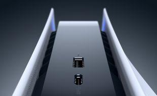 La nouvelle PlayStation 5 est tellement imposante qu'elle ne rentre pas dans l'image, mais dans votre meuble télé, ça ira.
