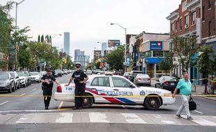 Des policiers à Toronto sur le lieu d'une fusillade. (Illustration)