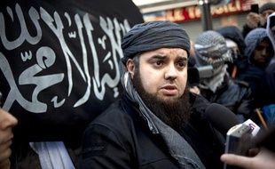 Le leader du mouvement islamiste radical Forsane Alizza, Mohamed Achamlane, lors d'une manifestation à Paris, le 27 janvier 2012.