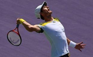 Andy Murray a remporté son deuxième titre au Masters 1000 de Miami (dur) en battant l'Espagnol David Ferrer dimanche en finale sur le score de 2-6, 6-4, 7-6 (7/1) en 2h44.