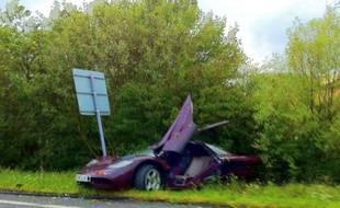 La Mclaren de Rowan Atkinson après l'accident, le 4 août 2011