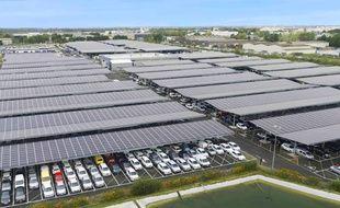 Panneaux solaires sur les parkings des Transports Baudron, à Saint-Aignan-de-Grand-Lieu